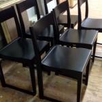 svarta stoloar